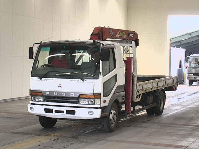 MITSUBISHI FUSO FIGHTER спереди